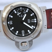 Manual wind panerai style crown guard