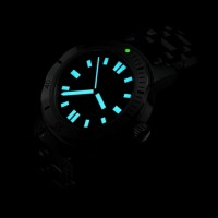 Divers watch lume